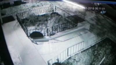sosyal medya -  Hırsızın çaldığı çöp kovasının içindeki çöpleri, iş yerinin bahçesine döktüğü anlar kamerada
