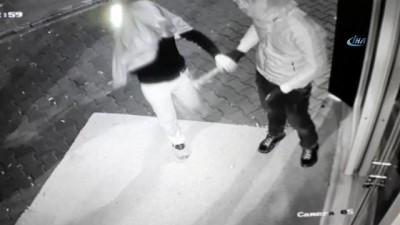 Maskeli ve baltalı hırsızlar önce kameralara sonra da polise yakalandı