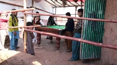 Pakistan'daki Afgan mülteciler oturum izinlerinin uzatılmasını istiyor - İSLAMABAD