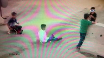 Oyun oynarken mantar bariyere sıkışan çocuk kamerada
