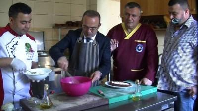 Türk mutfağını tanıtmak için yola çıkan kaymakamlar yemek pişirmeye devam ediyor