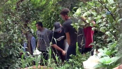 mobilya -  Adnan Oktar'ın villası ekipler tarafından boşaltılıyor