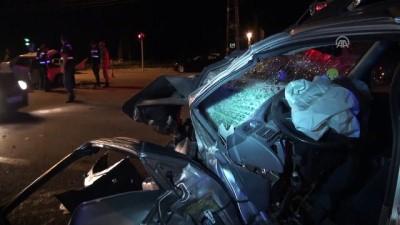 saglik ekibi - Çubuk'ta trafik kazası: 1 ölü, 2 yaralı - ANKARA