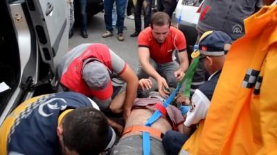 ticari arac - Hafif ticari araç otobüsle çarpıştı: 2 yaralı - AYDIN