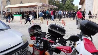 Motosikleti bariyerlere çarparak ölen gencin cenazesi defnedildi - BURDUR