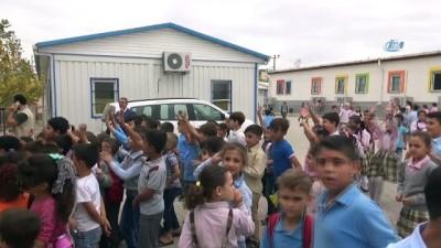 Suriyeli çocuklara çanta ile kırtasiye malzemesi dağıtıldı