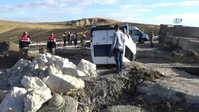 serit ihlali -  Van'da öğrenci servisi kaza yaptı: 10 yaralı