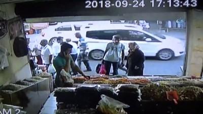 yasli kadin -  Yanına yaklaştıkları kadının cüzdanını cebinden böyle çaldılar