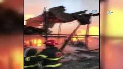 itfaiye araci -  - Gürcistan'da ahşap deposunda yangın