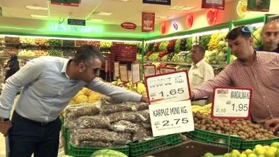 Zabıta ve Ticaret İl Müdürlüğü ekipleri marketleri ve semt pazarlarını denetledi