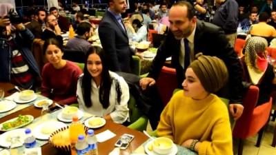 Başkan Çamyar, üniversiteli öğrencilerle buluştu
