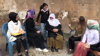 kiz cocugu - Kapı kapı gezip kız çocuklarını okula kazandırıyorlar - MUŞ