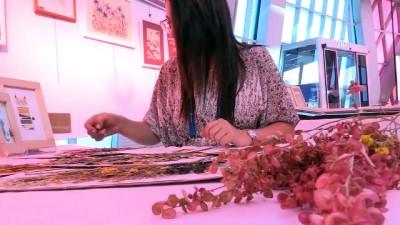 Kitap arasında kuruttuğu yapraklar sanatçı yaptı - ESKİŞEHİR