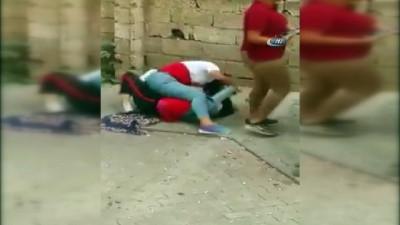 Liseli kızların sokak ortasındaki kavgası kameraya yansıdı