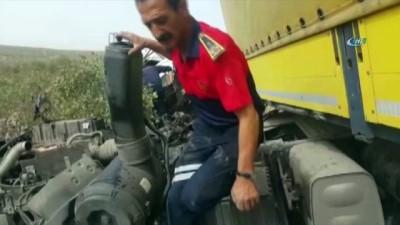 saglik ekibi -  Midyat'ta otobüs ile kamyonet çarpıştı: 2 ölü, 7 yaralı