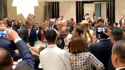 VİDEO - Macron ile Paşinyan Frankofoni Zirvesi'nde karşılıklı oynadı