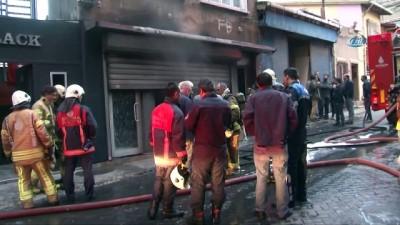 Beyoğlu'nda iş yeri yangını