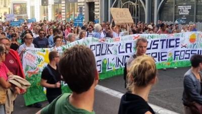 - Fransızlar küresel ısınmaya 'dur' demek için sokağa döküldü - Fransa'da küresel ısınma karşıtı gösteri