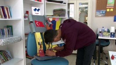 Savaş mağduru Suriyeli Ahmet, tasarımlarıyla görenleri şaşırtıyor