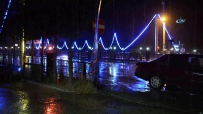 Şuhut'ta ani bastıran yağmur etkili oldu