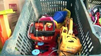 hanli -  Bozuk oyuncakları tamir edip fakir çocukları sevindiriyor