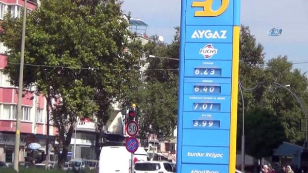 akaryakit istasyonu -  Burdur'da Belediyenin işlettiği akaryakıt istasyonunda fahiş fiyattan yakıt satıldığı iddiası