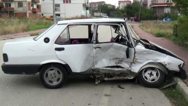 ticari arac -  Ehliyetsiz sürücünün karıştığı kazada 1'i çocuk 3 kişi yaralandı