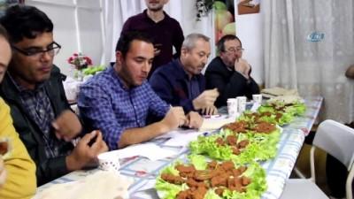 'En güzel ve en lezzetli çiğ köfte'yi yapabilmek için yarıştılar