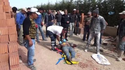 saglik ekibi -  Karaman'da 13'ncü kattan düşen inşaat işçisi hayatını kaybetti