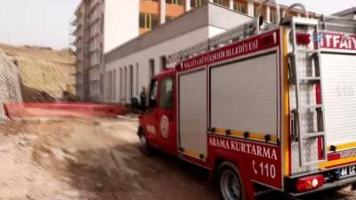 polis ekipleri -  Okul inşaatının duvarı çöktü: 1 ölü