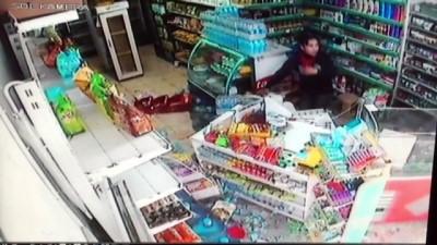 polis ekipleri -  Otomobil kullanmayı öğrenen genç kız markete daldı... Dehşet anları kamerada