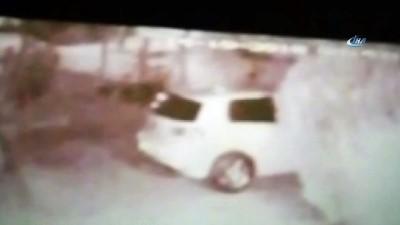 kamera -  Şanlıurfa'da 8 araca zarar veren şahıslar kamerada