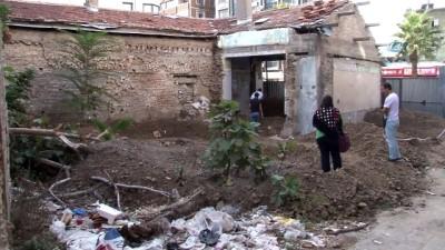 polis ekipleri -  Sit alanındaki kazıdan kemikler çıktı