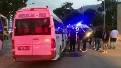 Denizli'de minibüs ile otomobil çarpıştı: 7 yaralı