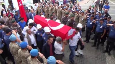 Şehit özel harekat polisi Ali Karapınar son yolculuğuna uğurlandı