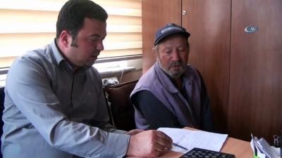 61 yaşındaki adam, yolda bulduğu parayı sahibine teslim etti