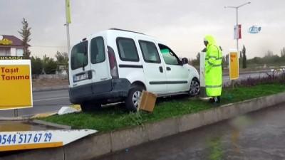 akaryakit istasyonu -  Direksiyon başında kalp krizi geçiren sürücünün kaza anı kamerada