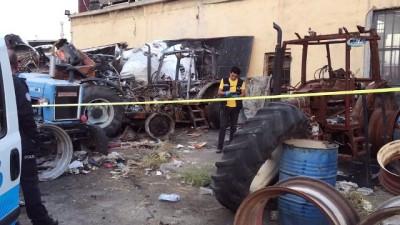 bisiklet -  Hurda traktörün yanında ölü bulundu