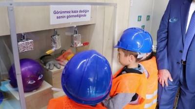 Minik öğrenciler, büyüklerini 'İş Sağlığı ve Güvenliği' konusunda bilgilendiriyor