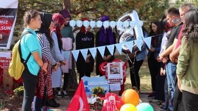 Şehit Bedirhan bebeğin mezarına doğum gününde ziyaretçi akını