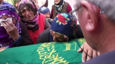 3 yıldır kayıp olan minik Bayram'ın kemik parçaları cenaze töreni için camiye getirildi