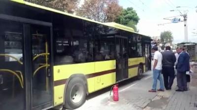 Alev alan otobüsü yanmaktan şoförün müdahalesi kurtardı