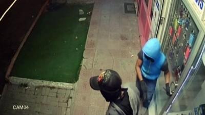Demir makasla iş yerine giren cep telefonu hırsızları kamerada