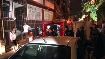 saglik ekibi -  Fatih'te madde bağımlısı bir kişi evini yakmaya çalıştı