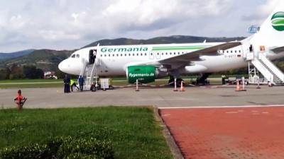 Tekerleği toprağa saplanan uçağın yolcuları başka uçakla Almanya'ya gönderildi