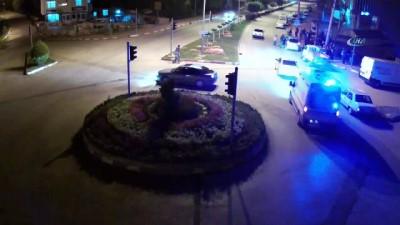 direksiyon -  Emniyet kemerinin hayatını kurtardığı kaza MOBESE'ye yansıdı