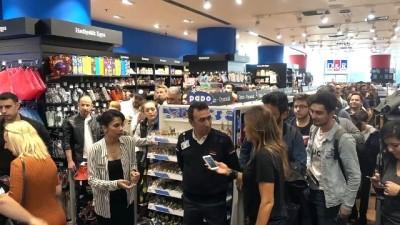 Cem Yılmaz ve İskender Paydaş hayranlarıyla buluştu - İSTANBUL