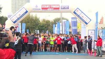 İstanbullular maraton öncesi son antrenmanı yaptı - İSTANBUL