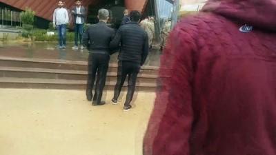 Gaziantep'te firar eden asker mağaza çalışanlarını rehin aldı