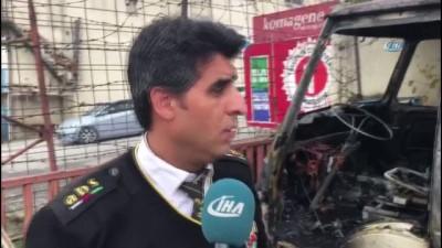 Sultanbeyli'de 2 araç alev alev böyle yandı